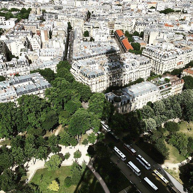 La sombra de Eiffel sobre París.