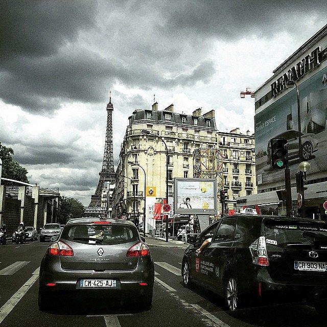 Regresando a París después de manejar 500km. Una chela y a lo que sigue.
