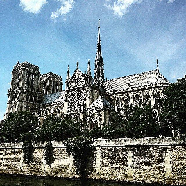 La Majestuosa. Gracias París. Gracias a todos los amigos de por acá. Merci.